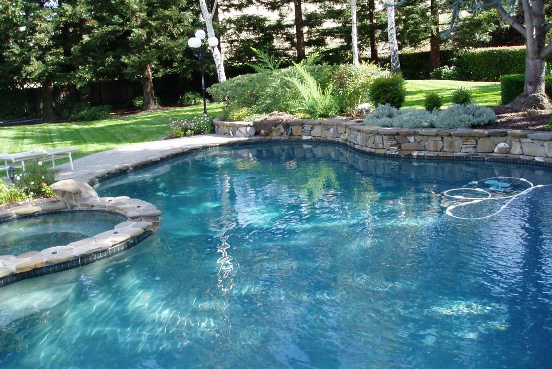Pool cleaning service and maintenance service San Ramon Danville